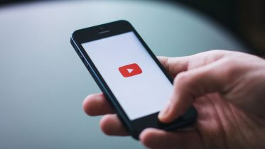 iPhone avec l'app YouTube